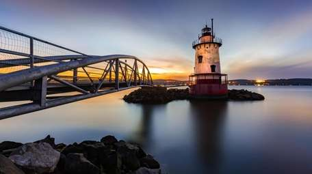 Sleepy Hollow Lighthouse (aka Tarrytown Light) at dusk.