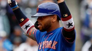 Dominic Smith of the Mets reacts at second
