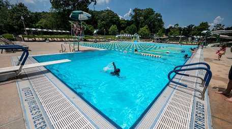 The pool at the Park at East Hills.