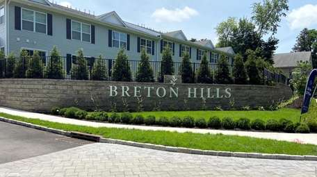 Breton Hills is close to downtown Glen Cove's