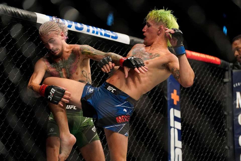 Kris Moutinho, right, uses his leg against Sean