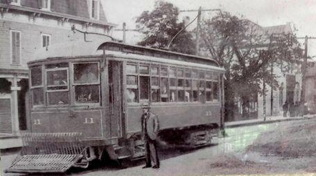 A 1906 photo of the Freeport-Brooklyn trolley on