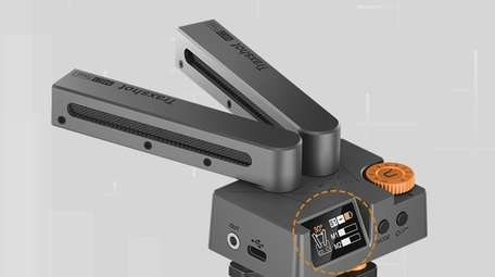 Comica Traxshot changes shape to switch modes as