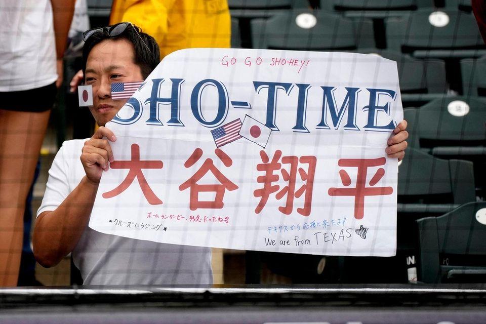 A fan of American League's Shohei Ohtani, of