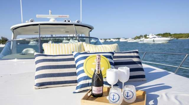 Yacht Charter Pro organizes 4-hour private boat tours