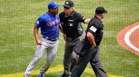 New York Mets manager Luis Rojas, left, is
