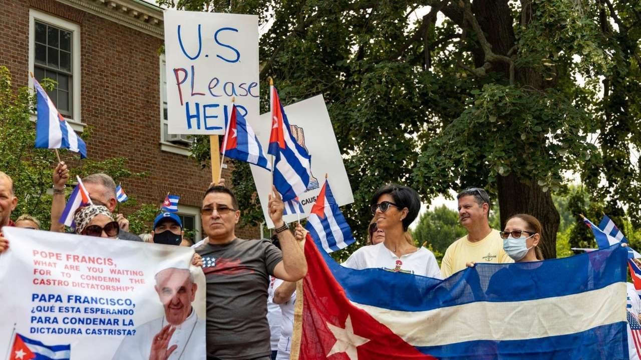 Long Island Cuban Americans and local officials rallied