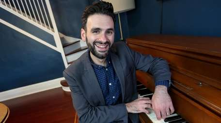 Garden City-based composer Joe Iconis will perform songs