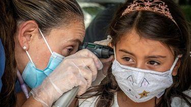 Pediatrician Dr. Eve Meltzer Krief examines Lila, 5,