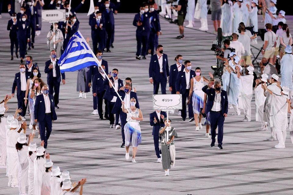 Flag bearers Anna Korakaki and Eleftherios Petrounias of