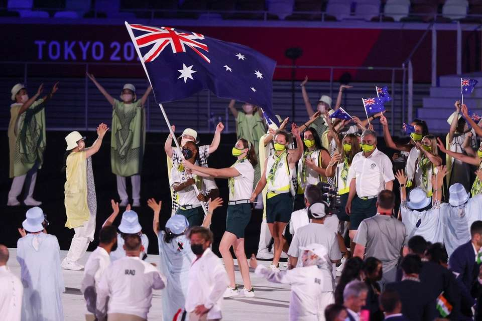 Flag bearers Cate Campbell and Patty Mills of