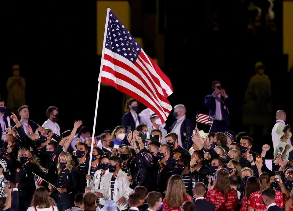 Flag bearers Sue Bird and Eddy Alvarez of