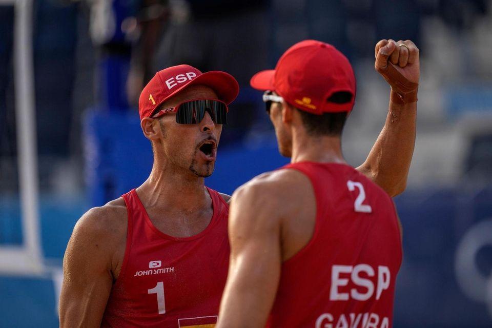 Pablo Herrera Allepuz, of Spain, left , celebrates