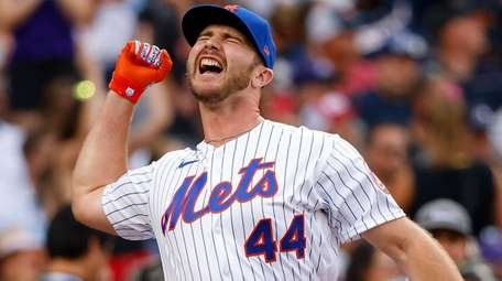 Pete Alonso of the Mets reacts during the
