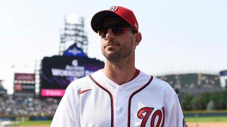 Max Scherzer #31 of the Washington Nationals walks