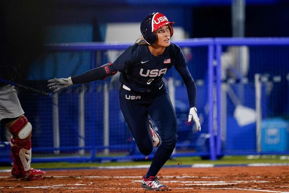 United States' Janie Reed runs to first after
