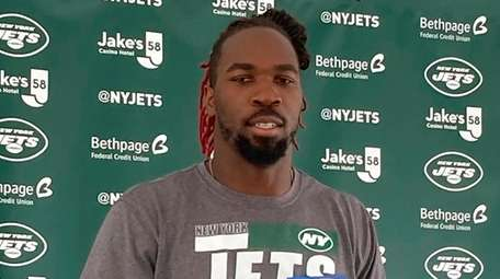 Jets linebacker C.J. Mosley speaks to reporters during