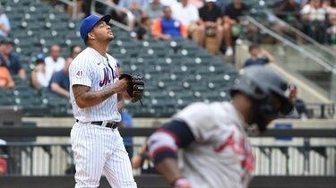 New York Mets starting pitcher Taijuan Walker delivers
