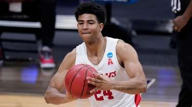 Houston guard Quentin Grimes passes the ball against