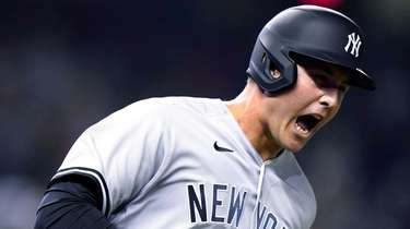 The Yankees' Anthony Rizzo reacts as he runs