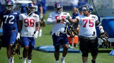 Giants defensive tackle Danny Shelton talks to defensive
