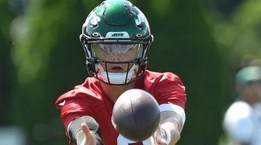 Zach Wilson, Jets rookie quarterback, works on pitches