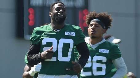 Marcus Maye of the Jets gets ready for