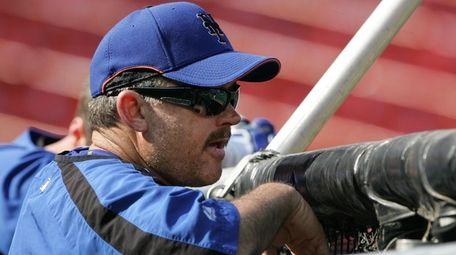 Mets hitting coach Howard Johnson watches batting practice