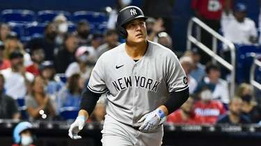 Anthony Rizzo of the Yankees hits a home