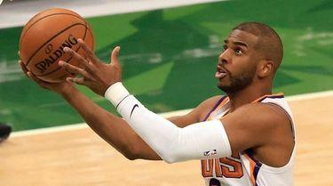 Chris Paul #3 of the Phoenix Suns goes