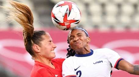USA's defender Crystal Dunn (R) vies for the
