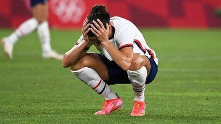 USA's forward Carli Lloyd (C) reacts to the