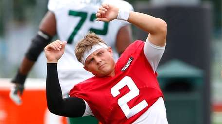 New York Jets quarterback Zach Wilson (2) stretches