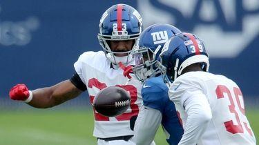 Giants defensive back Logan Ryan strips the ball