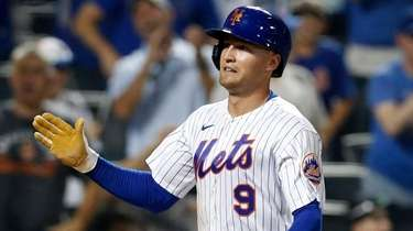 Brandon Nimmo of the Mets scores a run
