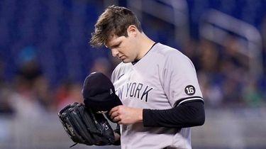 Yankees starting pitcher Jordan Montgomery removes his cap