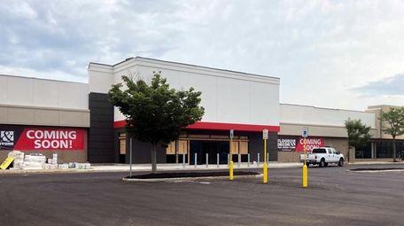Floor & Decor is planning to open its