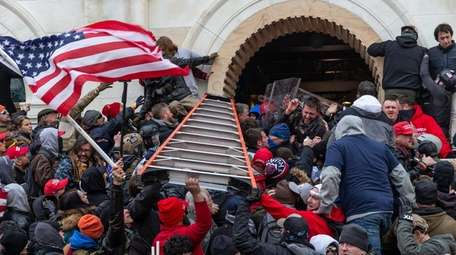 Rioters clash with police during the Jan. 6