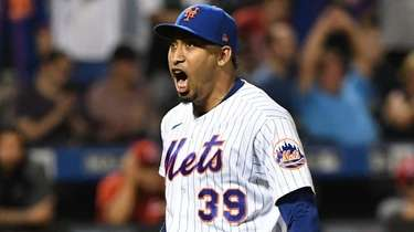 Mets relief pitcher Edwin Diaz reacts at the