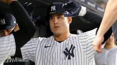 Anthony Rizzo of the Yankees celebrates his fourth-inning