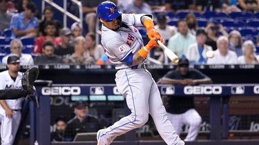 New York Mets' Javier Baez hits a single