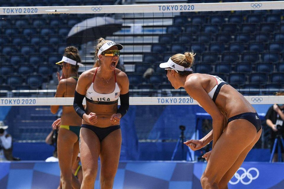 USA's Alix Klineman reacts with partner April Ross