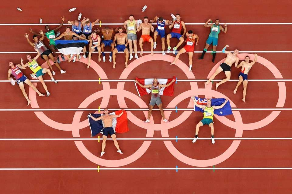 The Men's Decathletes pose for a photo following