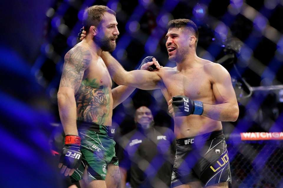 Michael Chiesa, left, Vicente Luque, right, react after