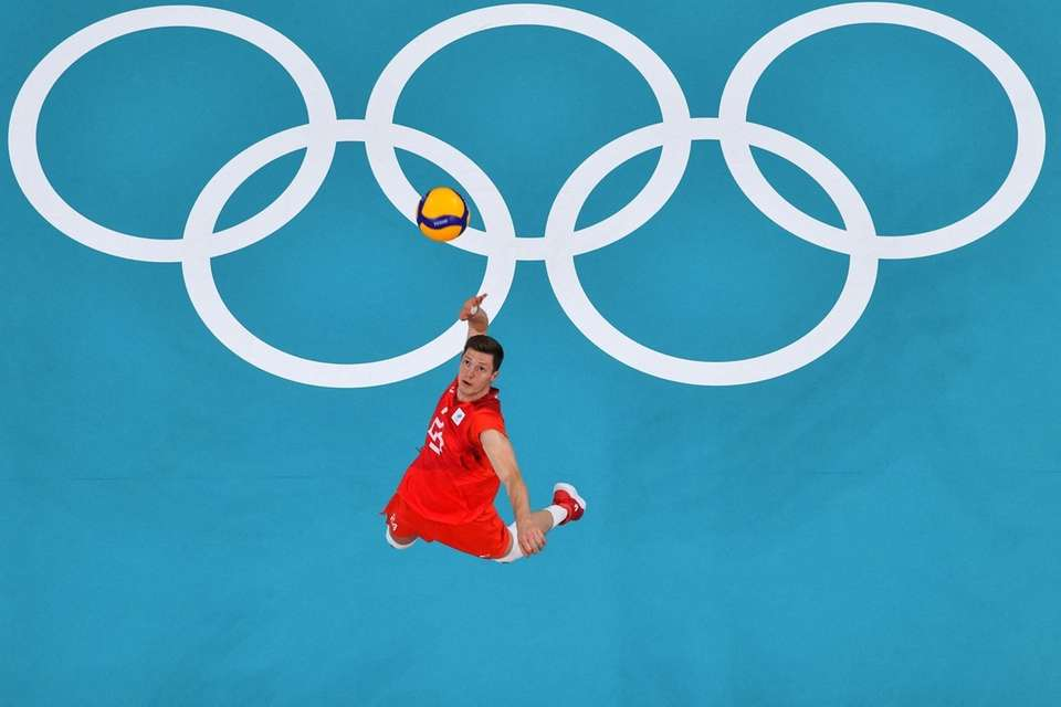 Russia's Igor Kobzar serves in the men's gold