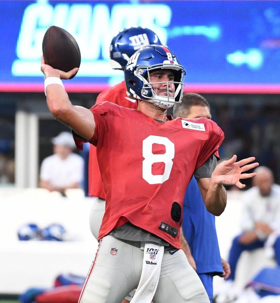 New York Giants quarterback Daniel Jones throws a