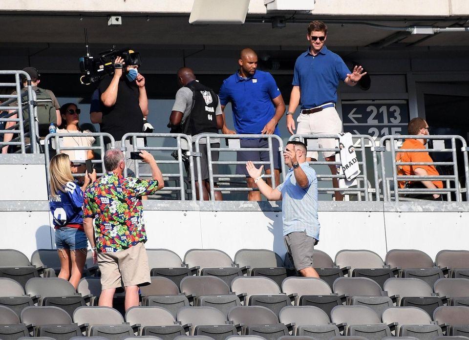 Former New York Giants quarterback Eli Manning waves
