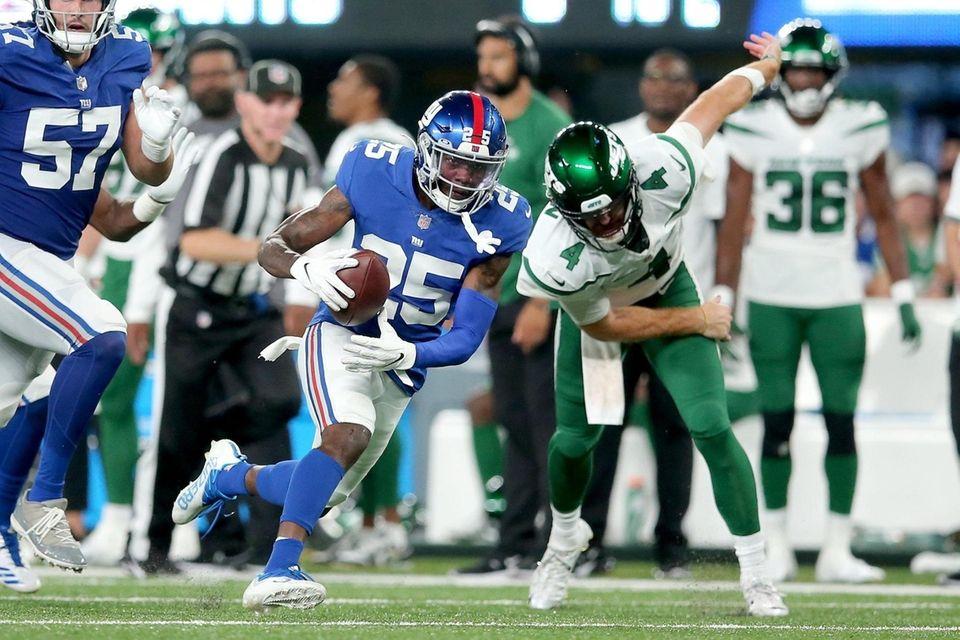 New York Giants cornerback Rodarius Williams (25) runs