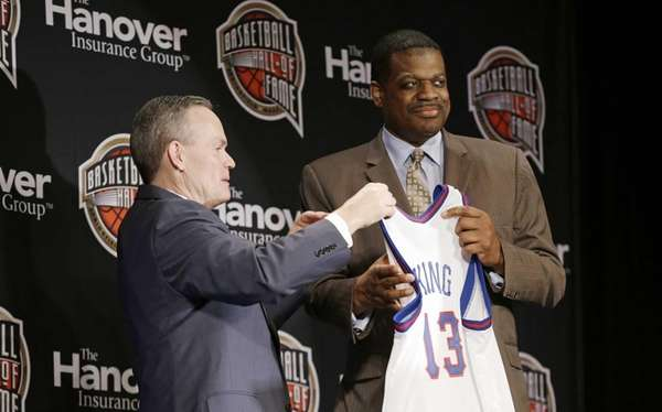 Former Knick Bernard King is presented a jersey