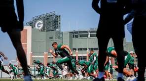 New York Jets players warm up during a